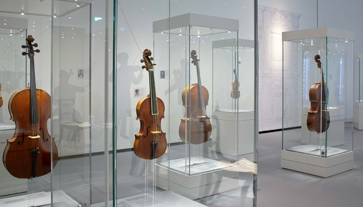 Museum-Vitrines.jpg